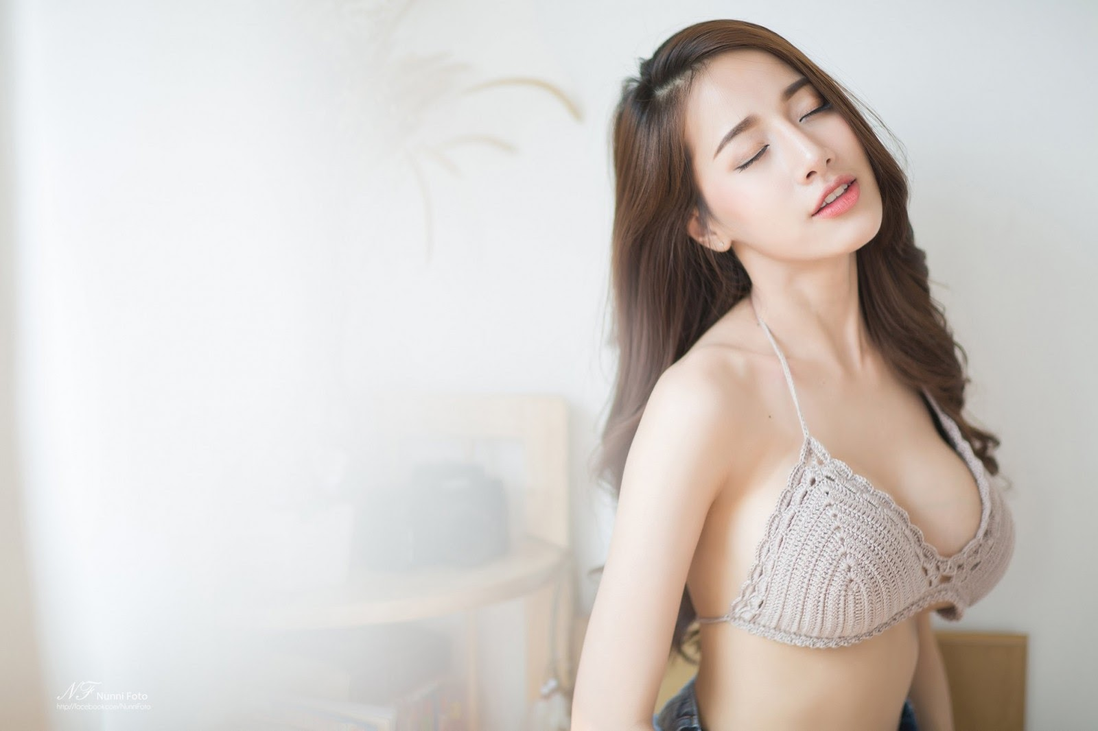 Japanese_girl in bra